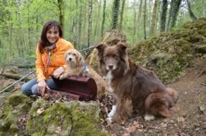hundkatzemaus Moderatorin Diana Eichhorn mit 2 Hunden im Wald